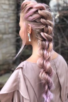 No matter which image, a more romantic or more daring you pick for prom, you can find an ideally fitting hairstyle in our photo gallery. #hairstylesforprom, #promhairstyles, #promhair, #promhairstylesforlonghair, #curlyhairstylesforprom