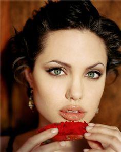 Angelina Jolie  LOVE HER GREEN EYES !!!!