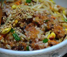 찬 밥으로 만든 일품요리, 콩나물 밥 – 레시피   다음 요리 Vegetable Rice, Korean Food, Fried Rice, Noodles, Nom Nom, Chili, Food And Drink, Soup, Tasty