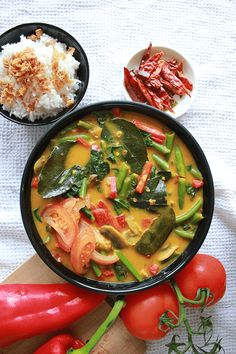Thaise vegan groentecurry Veggie Recipes, Lunch Recipes, Asian Recipes, Vegetarian Recipes, Dinner Recipes, Healthy Recipes, Vegan French Onion Soup, Vegan Pumpkin Soup, Buzzfeed Food