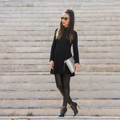 Un look Total Black con un vestido babydoll pantalones de cuero y unos botines de ensueño de @ED_AND_WILL El resultado no me puede gustar más  A cool way to style a #babydoll dress in a total black look with an amazing pair of ankle boots from #EdAndWill . Do you love it as much as I do? You can see all the pictures on  www.withorwithoutshoes.com  #zara#girl#ootd#zaradaily#outfitoftheday#leatherpants#lbd#dress#dresses#shoeaddict#ankleboots#fashionshoes#luxuryshoes#stilettos