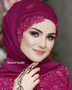 Fotograf çekimi @demduygu güzel kızım @nursumeyyecetin Muslim Wedding Gown, Muslimah Wedding Dress, Muslim Wedding Dresses, Muslim Brides, Wedding Hijab, Bridal Hijab, Hijab Bride, Girl Hijab, Hijab Style Tutorial