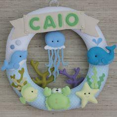 Enfeite de Porta - Fundo do Mar Felt Wreath, Felt Garland, Felt Crafts, Diy And Crafts, Creative Activities For Kids, Baby Room Diy, Felt Baby, Felt Decorations, Frame Wreath