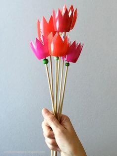 ...und iss vorher ganz viel Fruchtquark! Diese farbenfrohen Tulpen sind eine schnelle Bastelarbeit und garantiert pollenfrei und verwel...
