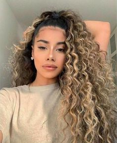Curly hairstyles, curly girl hairstyles, natural hair, natural hairstyles, hairstyles for curly hair, 4c curly hairstyles, 4c hairstyles, curly hair routine, curly hair, curly hair compilation, natural hair compilation, natural hairstyles for curly hair, slayed edges, curly hair tutorial, perfect curls, curly hair trends, Instagram Hairstyles. Curly Hair Styles, Cute Curly Hairstyles, Curly Hair Tips, Natural Hair Styles, School Hairstyles, Hairstyle Short, Blonde Curly Hair Natural, Curly Balayage Hair, Halloween Hairstyles