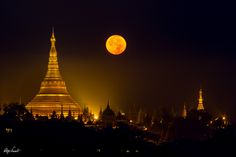 Shwedagon pagoda with the full moon by Regis Vincent