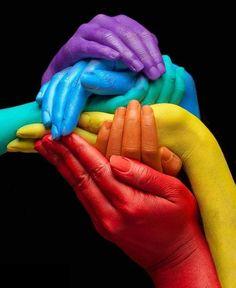 Per me i colori sono degli esseri viventi, degli individui molto evoluti che si integrano con noi e con tutto il mondo. I colori sono i veri abitanti dello spazio. (Yves Klein)