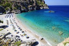 Κάρπαθος - Αχάτα...Μια παραλία μικρή σε μήκος αλλά αρκετά πλατιά που διαθέτει χρυσή άμμο, λευκά βότσαλα και γαλαζοπράσινα διάφανα βαθιά νερά.