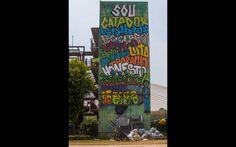 Detalhe de obra do artista Mundano, feita no ano passado. Em seu 2º ano, o projeto Revivarte reúne 10 artistas, cada um realizando um grafite gigante na lateral de um dos predios da comunidade Parque do Gato - http://glo.bo/XAhyFi