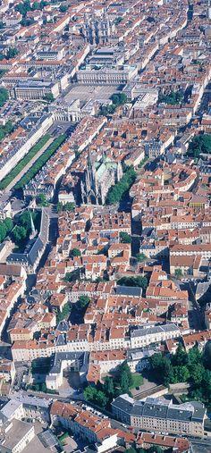 Vue aérienne de Nancy, en Lorraine Lorraine, Nancy France, Destinations, Ardennes, Alsace, Small Towns, Continents, City Photo, Cities