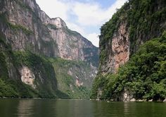 The Sumidero Canyon, an easy day trip from San Cristobal de las Casas (Chiapas, Mexico), is a beautiful place to visit and hopefully spot wildlife!