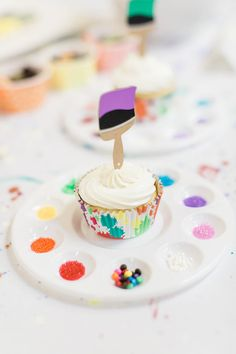 Paint Brush + Palette Cupcake from a Cupcake Decorating Activity from a Colorful Art Party Wedding Shower Cupcakes, Cupcake Party, Cupcake Cakes, Kids Art Party, Craft Party, Art Themed Party, Healthy Cupcakes, Party Table Centerpieces, Cake Templates