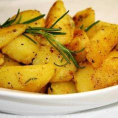 5 fűszernövény, ami megterem a konyhádban is   Nosalty Gnocchi, Wok, Potato Salad, Side Dishes, Curry, Food And Drink, Potatoes, Favorite Recipes, Chicken