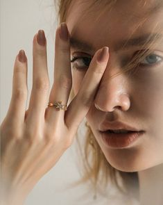 I'm the Star (Adjustable) Ring Fashion Photography Poses, Jewelry Photography, Portrait Photography, Jewelry Model, Photo Jewelry, Fashion Jewelry, Instagram Look, Ring Armband, Collateral Beauty