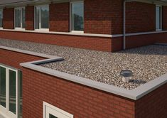Une gamme de solutions innovantes de passes-câbles solaires et de terminaux de ventilation pour toits plats Garage Doors, Outdoor Decor, Underfloor Heating, Welding Helmet, Carriage Doors