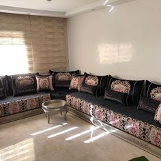 Sofa Design, Furniture Design, My Dream Home, Living Room Designs, Moroccan, Decoration, Couch, Pillows, Bedroom