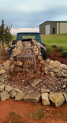 Old pickup waterfall. Large mountain rocks and… Rustic, western yard decor. Old pickup waterfall. Large mountain rocks and… Western Style, Rustic Style, Country Style, Rock Fountain, Fountain Ideas, Verge, Western Homes, Rustic Homes, Outdoor Projects