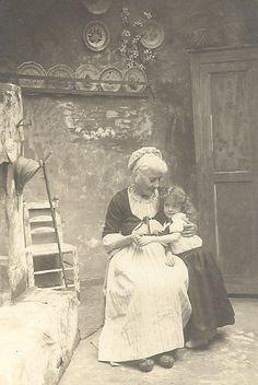Grandma and her granddaughter, 1905