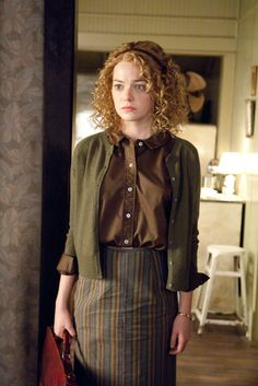 Emma Stone as Skeeter Phelan 'The Help' Zooey Deschanel, Emma Stone The Help, Kate Middleton, Mississippi, Taylor Swift, Modest Fashion, Fashion Outfits, 20th Century Fashion, Mode Vintage