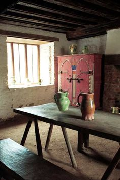 A class above peasant farmers, Merchants could afford stone town houses - #Medieval Merchant's House - #Interior