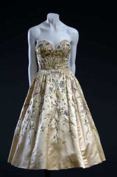Dior evening dress, Fall 1951    I love these vintage dresses..wish we would see them today..how classy!