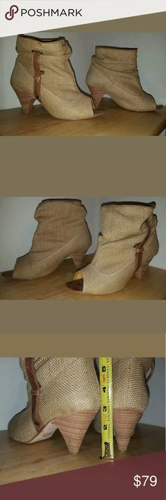 """Anthropologie Plomo $395 Peep Toe Heels Tan Burlap Anthropologie by Plomo $395 Peep Toe Heels in Tan Burlap Size 7.5 / 8 / 38   Gently, pre-owned condition. See all photos.   Size: marked 38. Could fit 7.5 or 8.   Heel height: 2.75""""   From a smoke-free, but 1 dog-friendly home. Anthropologie Shoes Heeled Boots"""