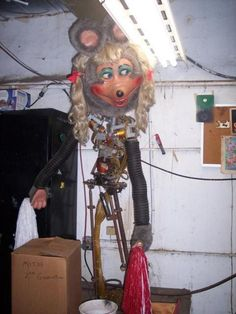 Creepy Images, Creepy Pictures, Funny Pictures, Strange Images, Images Maudites, Funny Images, Showbiz Pizza, Toast Pizza, Chuck E Cheese