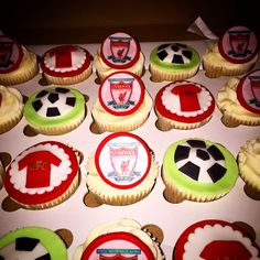 Liverpool Football Cupcakes Kokos Cupcakes, Football Cupcakes, Liverpool, Desserts, Food, Soccer Cupcakes, Tailgate Desserts, Deserts, Essen