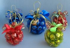 Super Ideas For Gifts Christmas Candy Holidays Christmas Chocolate, Christmas Candy, Homemade Christmas, Christmas Crafts, Christmas Decorations, Christmas Ornaments, Cheap Christmas, Ball Ornaments, Gift Bouquet
