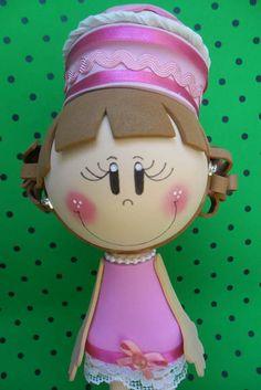 Boneca modelada em eva.