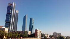 Viage España Madrid - Paseo de la Castellana. Es una de las avenidas de Madrid que recorre la ciudad desde la plaza de Colón, en el centro, hasta el Nudo Norte. Entró en servicio a comienzos del siglo XX - Rogéria Albrecht - junio 2016
