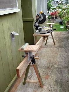 Astoundingly simple method to cut long stock with the support AUTOMATICALLY at EXACTLY the correct height, EVERY time! All 3 platforms just rest atop a central runner board. This will srsly save me hours of wasted adjustment time. Brilliant. ╬