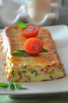 Profitons des dernières courgettes et tomates du jardin! Une délicieuse terrine aux légumes d'été repérée sur le très joli blog de &C'est très facile à faire& . Une recette toute légère et facile à réaliser. Bien pratique , cette terrine peut être servie...