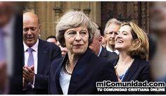 Primera ministra británica bajo el ojo público por defender su fe