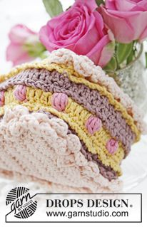 """DROPS Valentine: Crochet DROPS piece of cake with berries and cream in """"Muskat"""". ~ DROPS Design"""