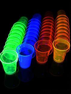 Schwarzlicht Neon Schnapsbecher Shot wiederverwendbar Grün #blacklight #schwarzlicht #neon #deco #glow #dishes #psy
