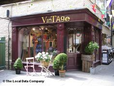 ideas for clothes shop exterior store fronts Vintage Boutique, Vintage Shops, Diy Clothes Rack, Store Layout, Shop Fronts, Consignment Shops, Store Displays, Shop Interior Design, Antique Stores