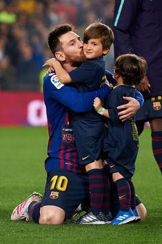 Lionel Messi of Barcelona whit his son celebrate after Barcelona won their league title at the end of the Spanish League football match between Barcelona and Levante at the Camp Nou stadium in. Get premium, high resolution news photos at Getty Images Lional Messi, Messi Soccer, Nike Soccer, Soccer Cleats, Solo Soccer, Ronaldo Soccer, Lionel Messi Barcelona, Barcelona Soccer, Madrid Barcelona