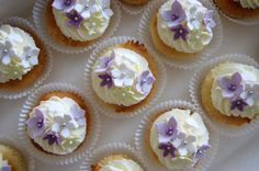 Wedding cupcakes with buttercream swirl and fondant flowers