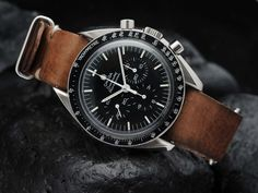 Coming up… Here we have another great looking Omega Speedmaster Professional for sale. A full-size beauty from the year of the Moon landing > What better year to get an Speedmaster from then the year its use in space made it so famous? Best Watches For Men, Luxury Watches For Men, Cool Watches, Vintage Watches For Men, Speedmaster Professional, Omega Seamaster Gmt, Der Gentleman, Nato Strap, Beautiful Watches