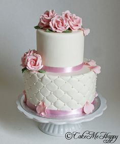 Pink roses and pearls small wedding cake www.cakemehappy.se