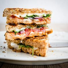 These melty, healthy grilled cheese recipes need no introduction, so well just say, make 'em. While they don't look it, these healthy grilled cheese sandwiches are good for you. Grilled Cheese Bar, Grilled Cheese Recipes, Vegetarian Panini, Vegetarian Sandwiches, Going Vegetarian, Vegetarian Breakfast, Vegetarian Dinners, Vegetarian Cooking, Mozzarella