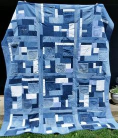 Denim Quilt Patterns, Denim Quilts, Bag Patterns, Blue And White Jeans, Old Baby Clothes, Winter Clothes, Blue Jean Quilts, Jeans Bleu, Patterned Jeans