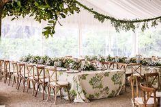 El trabajo siempre tiene su recompensa! Feliz 1 de Mayo!!! Tonos verdes combinados con maderas y loza para el almuerzo de este sábado pasado!  Un placer haber formado parte del equipo de  @valisse__studio muy agradecidos! . . . . #wedding #weddindday #wedding2017 #weddingdecor #weddingstyle #flowers #bodas2017 #pedronavarroweddings #destinationwedding #decoraciondeeventos #bodas #decoracion #design #decor