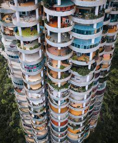 Concrete Jungle in Guizhou, China Architecture Cool, Contemporary Architecture, Balkon Design, Apartment Complexes, Amazing Buildings, Unusual Buildings, Modern Buildings, Concrete Jungle, Planer