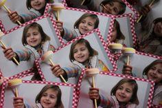 Traktatie met lolly. Foto van jarige jop met speciaal effect. Trakteren op school.