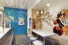 Studio Equator da vida a la yogurtería The Yoghurt Club en Autralia con un diseño fresco y colorido. Un establecimiento a modo de cafetería enfocado en la passión por el yogur y sus saludables beneficios. A pesar de sus reducidas dimensiones el u