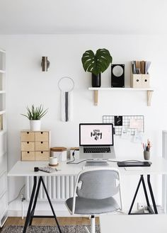 Home office decor is a very important thing that you have to make percfectly in your house. You need to make your home office decor ideas become a very awe Home Office Design, Home Office Decor, Diy Home Decor, Office Ideas, Office Inspo, Office Setup, Office Designs, Office Shelf, Ikea Office