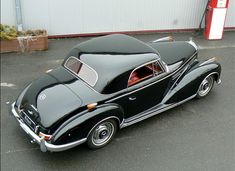 Classic Car News Pics And Videos From Around The World Mercedes Benz 300, Mercedes Benz Germany, Mercedes Maybach, Mercedes Classic Cars, Bentley Convertible, Royce Car, Daimler Benz, Classic Sports Cars, Dream Cars