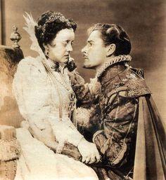 """Errol Flynn y Bette Davis en """"La vida privada de Elizabeth y Essex"""" (The Private Lives of Elizabeth and Essex), 1939"""